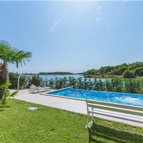 1 bedroom Seaside Apartments with pool in Medulin, Sleeps 2-3