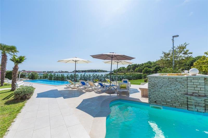 1 bedroom Seaside Apartments with pool in Medulin, Sleeps 2-3