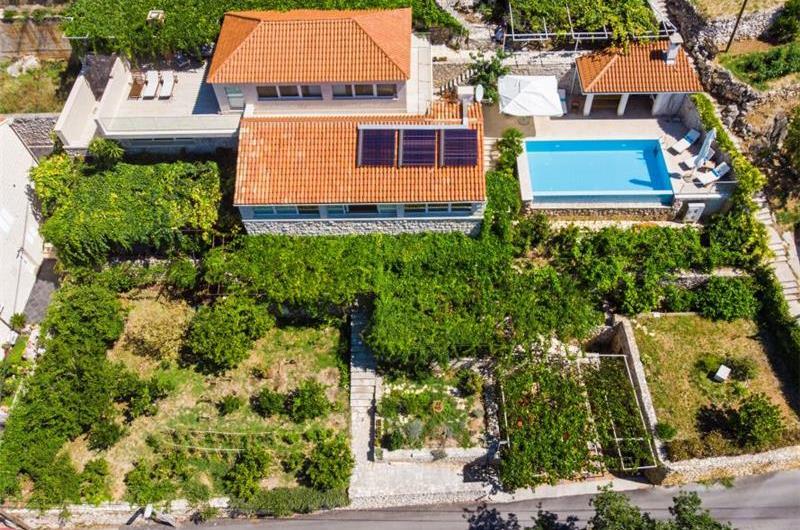 4 Bedroom Villa with Pool in Mlini, near Dubrovnik, sleeps 8-10