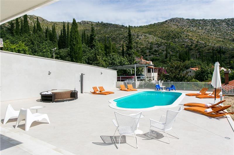 5 Bedroom Villa with Pool near Dubrovnik, sleeps 10-12