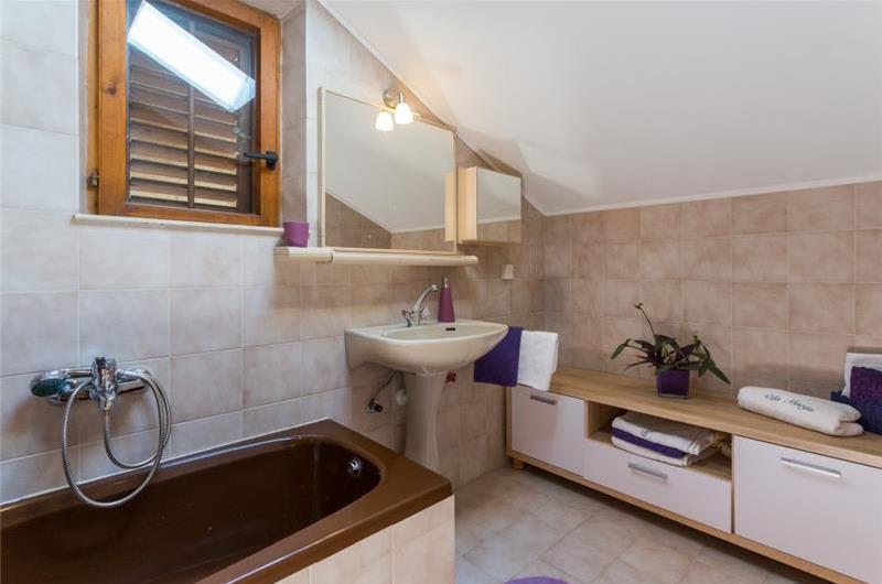 4 Bedroom Villa with Pool in Stikovica nr Dubrovnik, Sleeps 8