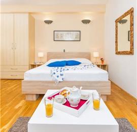 9 Bedroom Seaside Villa with Pool in Zaton Bay near Dubr