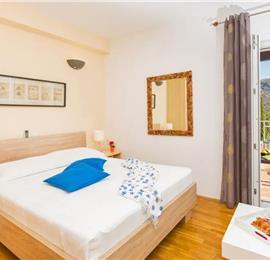 9 Bedroom Seaside
