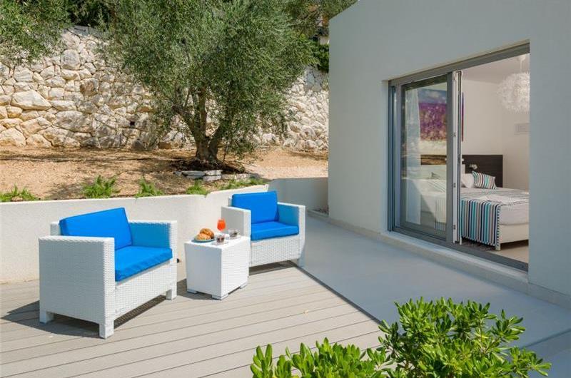 3 Bedroom Villa with Pool near Omis, Sleeps 6-8