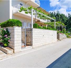 2 bedroom Apartment in Molunat near Dubrovnik, Sleeps 4