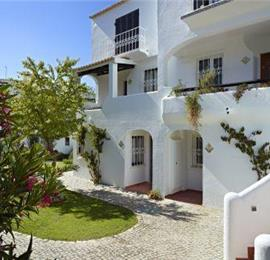 1 and 2 bedroom Apartments with Shared Pool in Sao Rafael near Albufeira, Sleeps 2-4