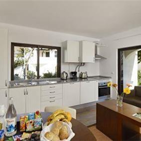 1 and 2 bedroom Apartments with Shared Pool in Sao Rafael near Albufeira, Sleeps 2-5