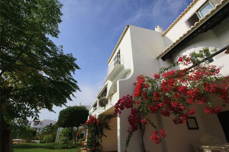 1 and 2 bedroom Apartments with Shared Pool in Sao Rafael near Albufeira, Sleeps 2-5