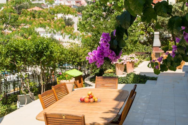 Studio Apartment with Shared Pool near Trogir