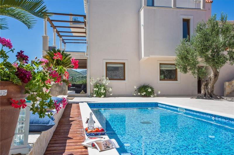 7 bedroom luxury villa with pool near Dubrovnik, sleeps 14