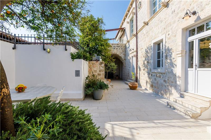 5 Bedroom villa with indoor pool in Cavtat near Dubrovnik, Sleeps 10