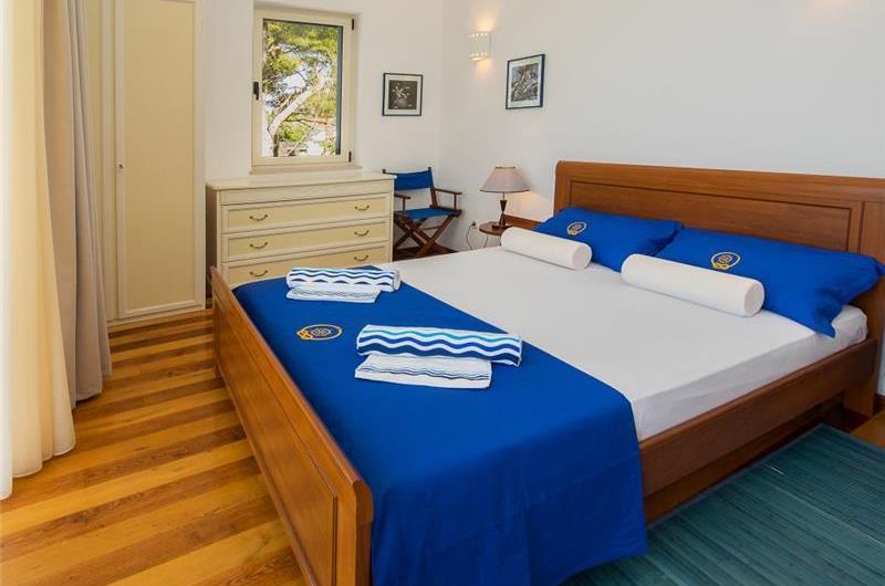 2 Bedroom Seafront villa with Pool on Brac, Sleeps 4-5
