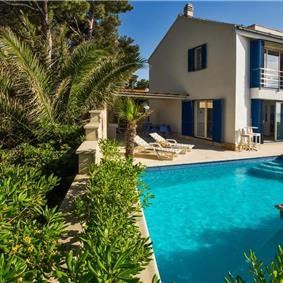 2 Bedroom Seafront villa with Pool on Brac, Sleeps 4-5