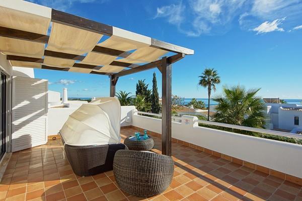 4 Bedroom Villa with Pool in walking distance to Sao Rafael Beach, Sleeps 8
