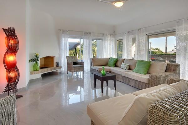 4 Bedroom Villa with Pool in walking distance to Sao Rafael Beach, Sleeps 8