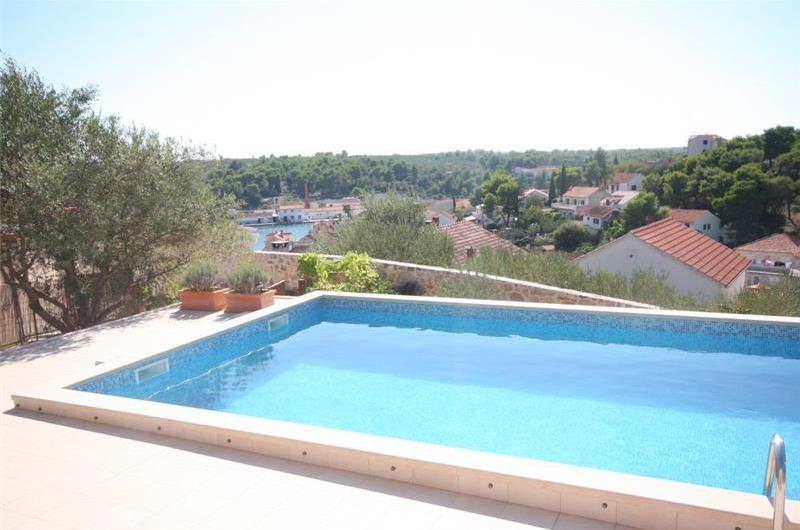 3 Bedroom Villa with Pool and Sea Views on Brac