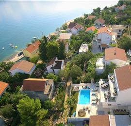 Luxury 4 bed villa with infinity pool in peaceful area on Ciovo island, Trogir, sleeps 9