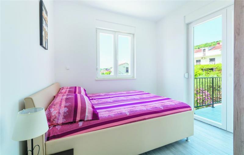 6 Bedroom Villa with Pool and Sea Views on Ciovo, sleeps 12-14