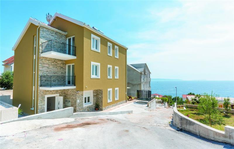 6 Bedroom Villa with Pool and Sea Views on Ciovo, sleeps 12-14