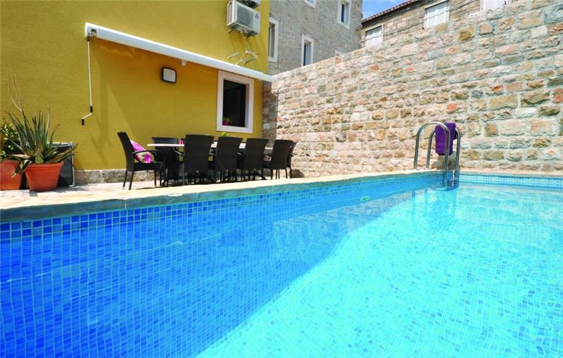 5 Bedroom Townhouse with Pool in Makarska Town, sleeps 10