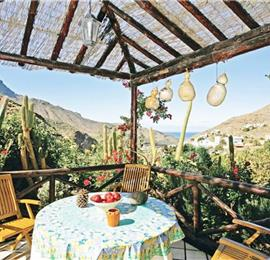 1 Bedroom Cottage with Shared Pool in Agaete, sleeps 2