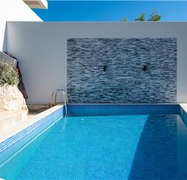 6 Bedroom Waterfront Villa with Pool in Uvala Ljubljeva nr Trogir, Sleeps 12-13