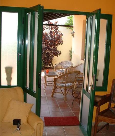 2 Bedroom Apartment with Shared Pool and Sea views in Puerto de la Cruz, sleeps 4