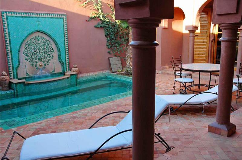 Traditional 4 Bedroom Riad with Plunge Pool in Palmeraie, Marrakech, sleeps 8