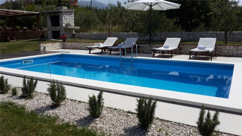 2 Bedroom Villa with Pool and Large Garden in Split, sleeps 4-6