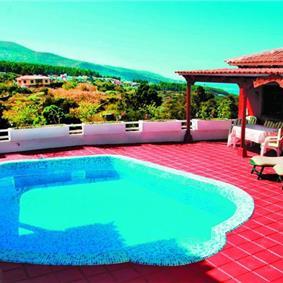 5 Bedroom villa with pool,sleeps 10
