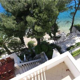 Spacious 3 bed apartment located directly on Brela beach, sleeps 6
