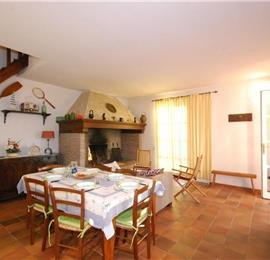 Lovely Spacious 3 Bedroom Villa with Pool and Beautiful Lake Trasimeno Views, Umbria - sleeps 6