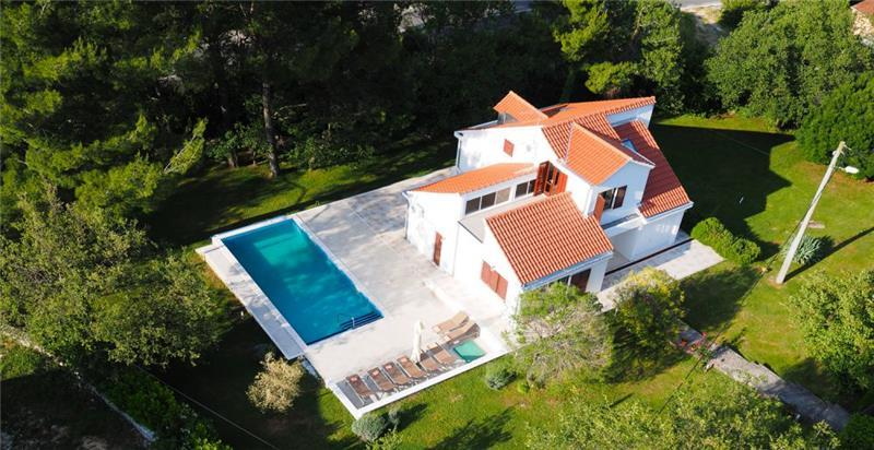 4 Bedroom Villa with Spacious Garden near Dubrovnik, Sleeps 8