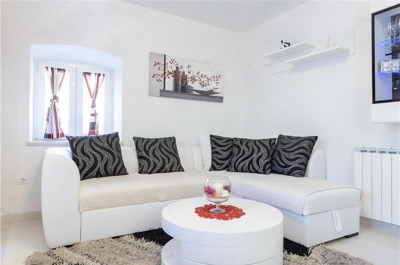 2 Bedroom Villa in Cavtat, Sleeps 4-5