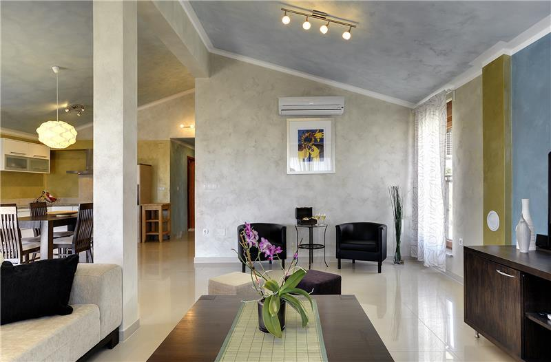 6 Bedroom Villa with Pool in Southern Istria, sleeps 12