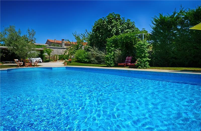 4 Bedroom Villa with Pool near Sveti Lovrec in Istria, sleeps 8