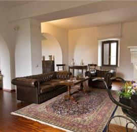 Spacious 6 bedroom villa with pool near Perugia, sleeps 12