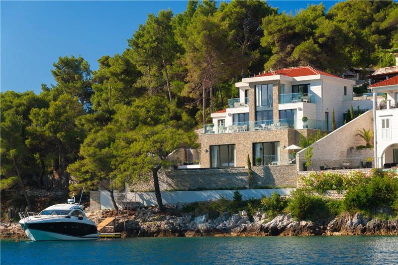 Spectacular 4 Bedroom Luxury Villa with Infinity Pool on Brac Island, sleeps 8