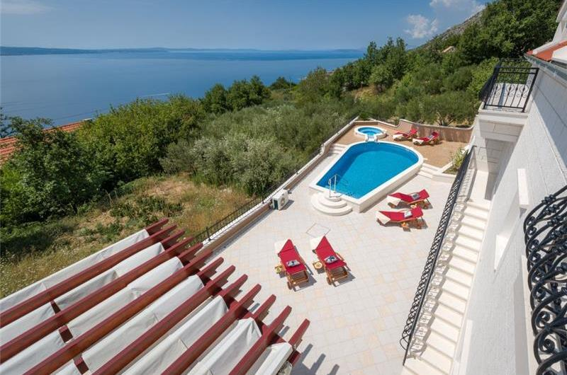 4 bedroom Villa with Heated Pool near Split, sleeps 8-10
