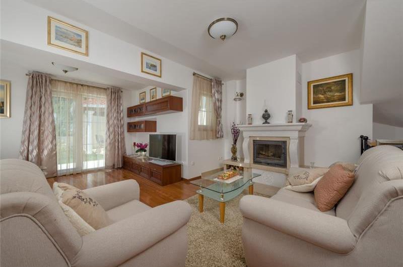 4 bedroom Villa with Heated Pool near Split, sleeps 8-10