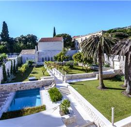 Luxury 6 bed villa with pool and large grounds