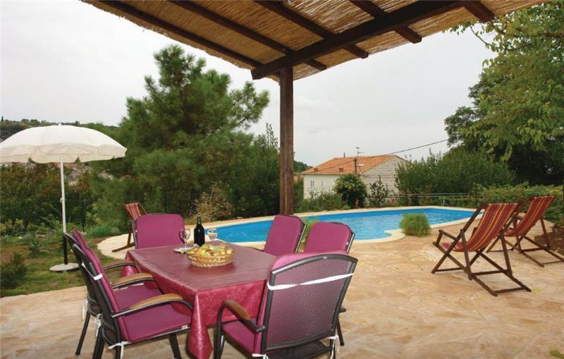 Charming 3 Bedroom Villa with Pool and Countryside Views in Nerezisca, Brac Island