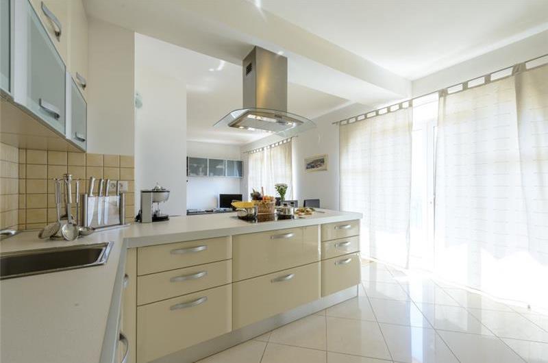 3 bedroom Villa with Pool and Sea Views in Zaton Mali, near Dubrovnik - sleeps 6-8
