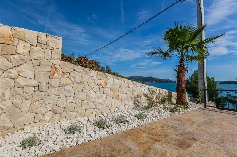 5 bedroom Seaside Villa with Infinity Pool in Marina, near Trogir, Sleeps 10