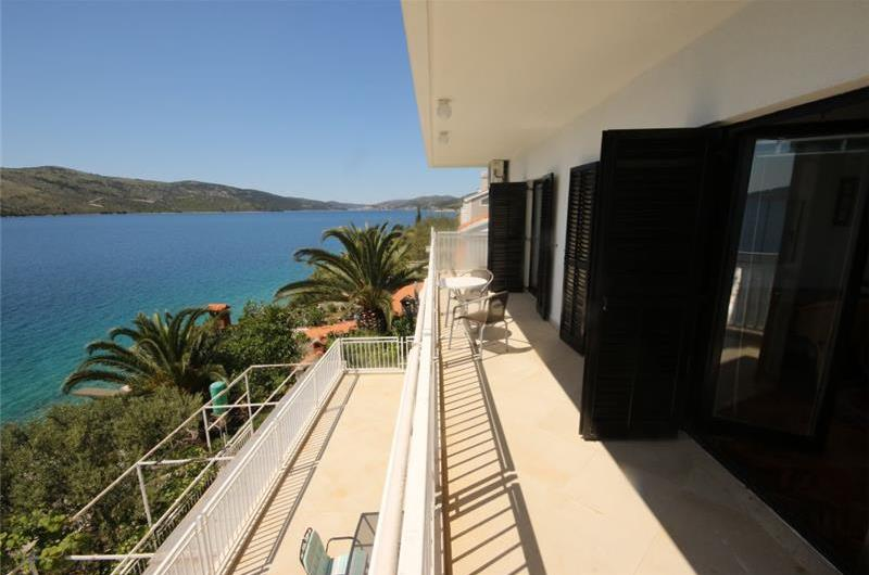 3 Bedroom Sea Front Apartment near Trogir sleeps 6