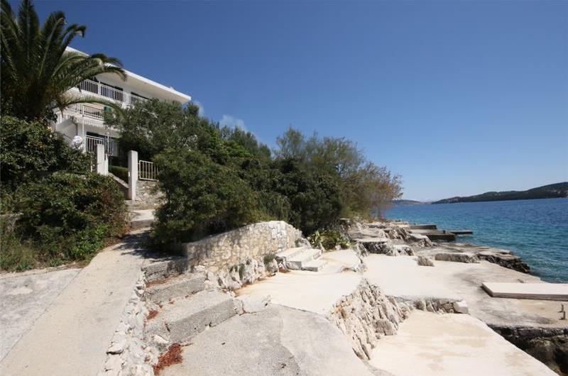 3 Bedroom Sea Front Apartment near Trogir sleeps 6-7