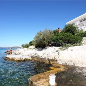 5 Bedroom Sea Front Villa near Trogir sleeps 10-11