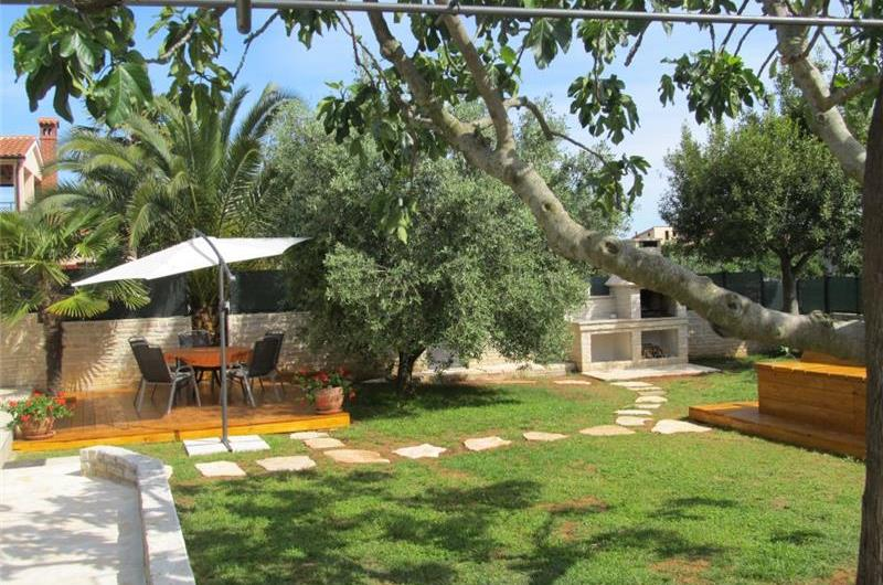 2 Bedroom Villa with Pool near Vodnjan, sleeps 4-6