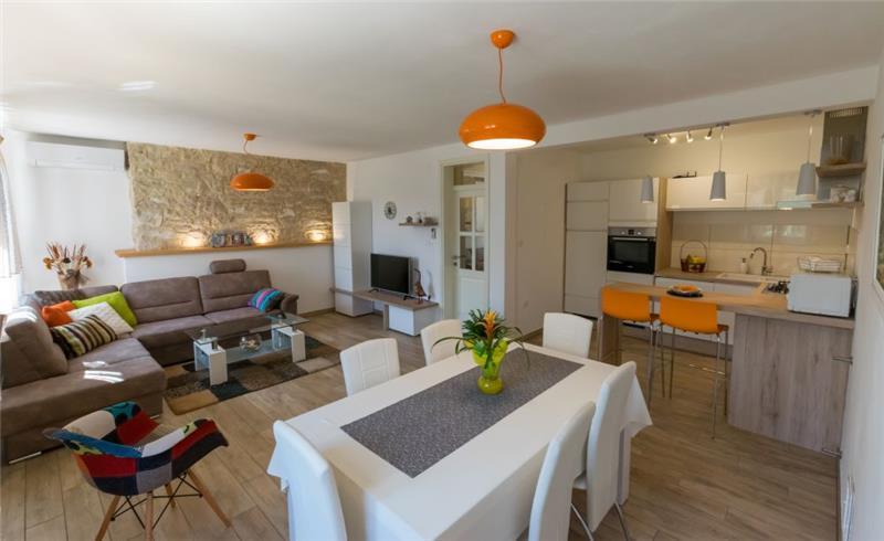 2 Bedroom Villa with Pool near Vodnjan, sleeps 4-6