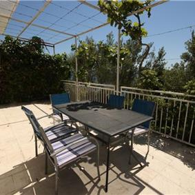 Lovely 2 Bedroom Seafront Apartment near Trogir, sleeps 4